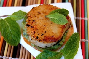 Seared Sea Scallops with Minted Peas on Wonton Crisps