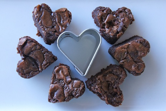 six little Valentine's Day Nutella Brownies surrounding a small heart cookie cutter