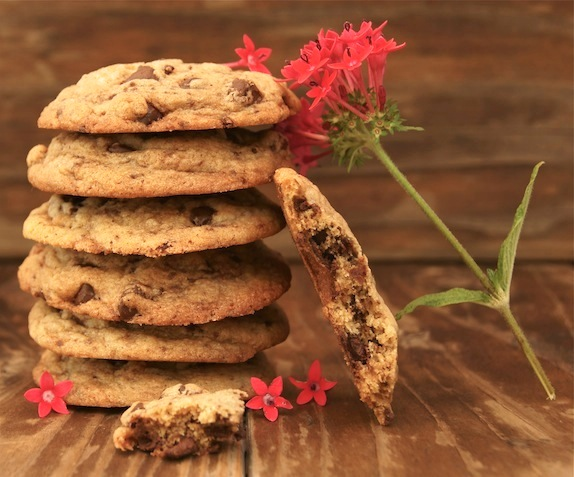 Post image for Friday Flowers: Jupiter's Beard and Salted Brown Butter Chocolate Chip Cookies