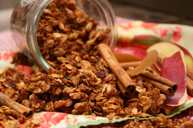 Post image for Apple Roasted Cinnamon Granola Recipe