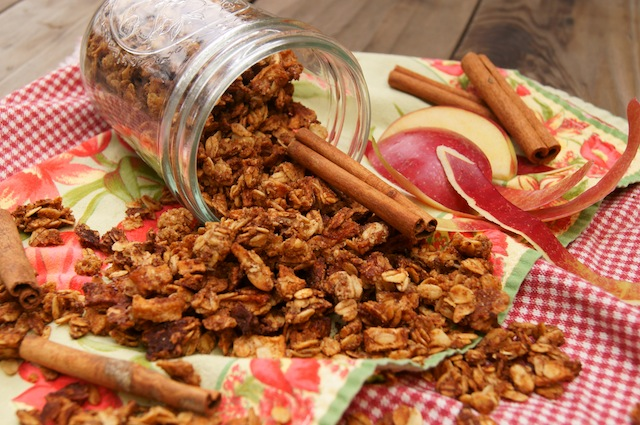 Apple-Roasted-Cinnamon-Granola-Recipe