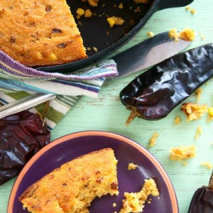 Smoky Hatch Chile Skillet Cornbread Recipe {Gluten-Free}