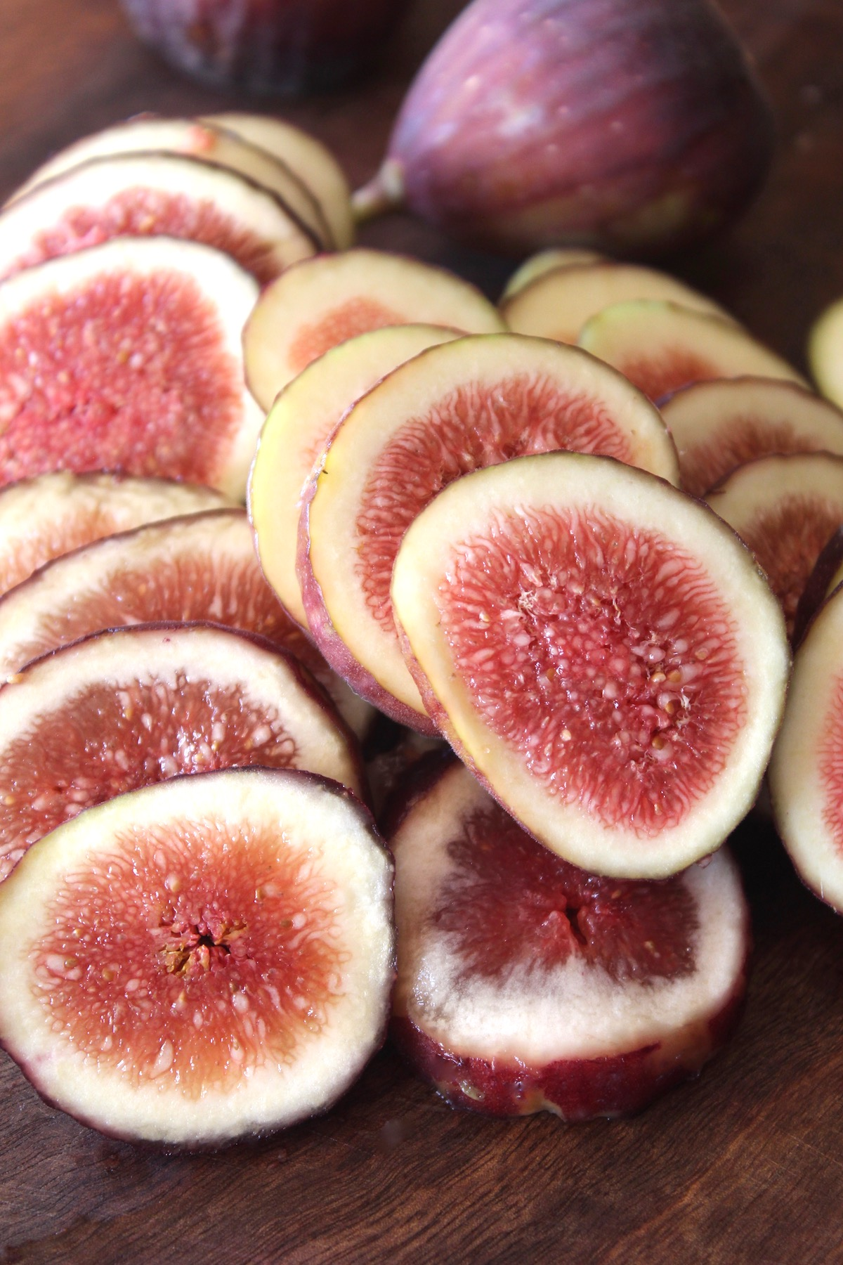 dozens of fig slices on cutting board