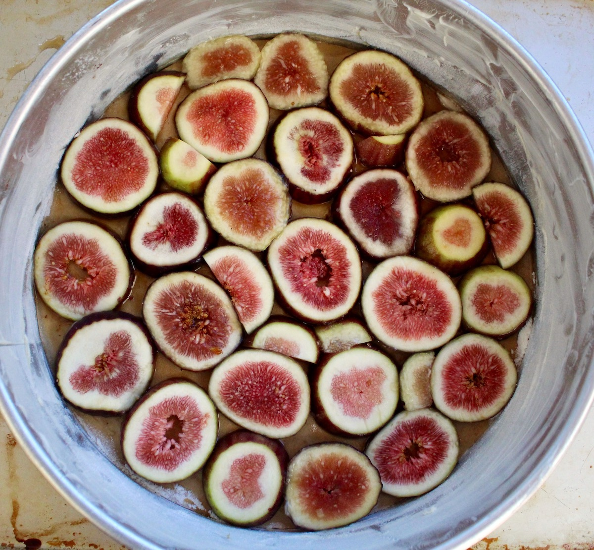 cake pan lined with fig slices