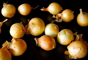 How to Easily Peel Pearl Onions: A Photographic Guide