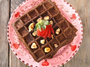 Valentine's Day Breakfast Recipe: Gluten-Free Chocolate-Banana Hazelnut Waffles | cookingontheweekends.com