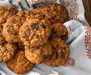 Oatmeal Raisin (Chocolate Chip) Cookie Recipe | cookingontheweekends.com