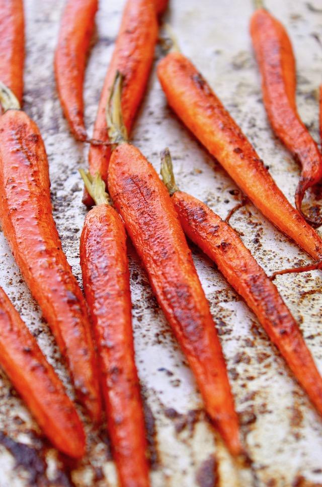roasated carrots on sheet. pan