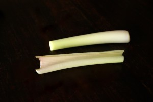 How to Use Lemongrass-A Photographic Guide | cookingontheweekends.com