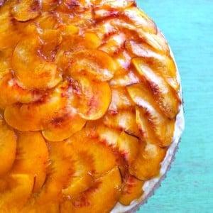 No-Bake Peach Cobbler Cream Cake Recipe with Gluten-Free Almond Cookie Crust