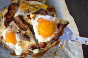 Bacon and Eggs Smashed Potato Breakfast Pizza | cookingontheweekends.com