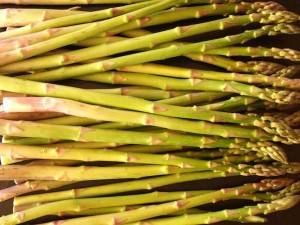 asparagus-raw-green-cookingontheweekends.com