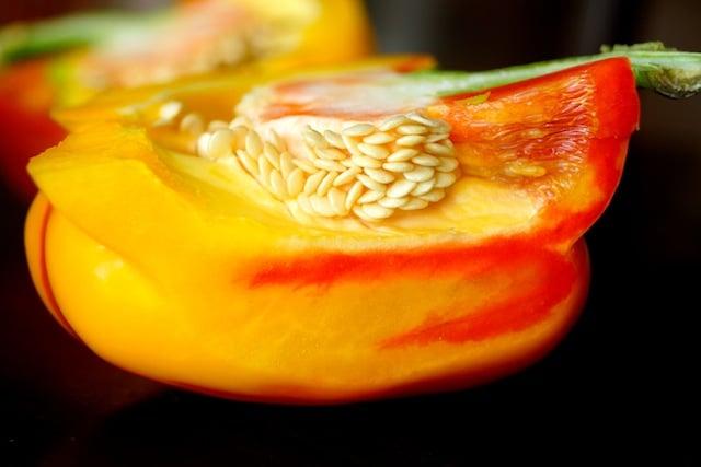 Enjoya Pepper - cross section with seeds