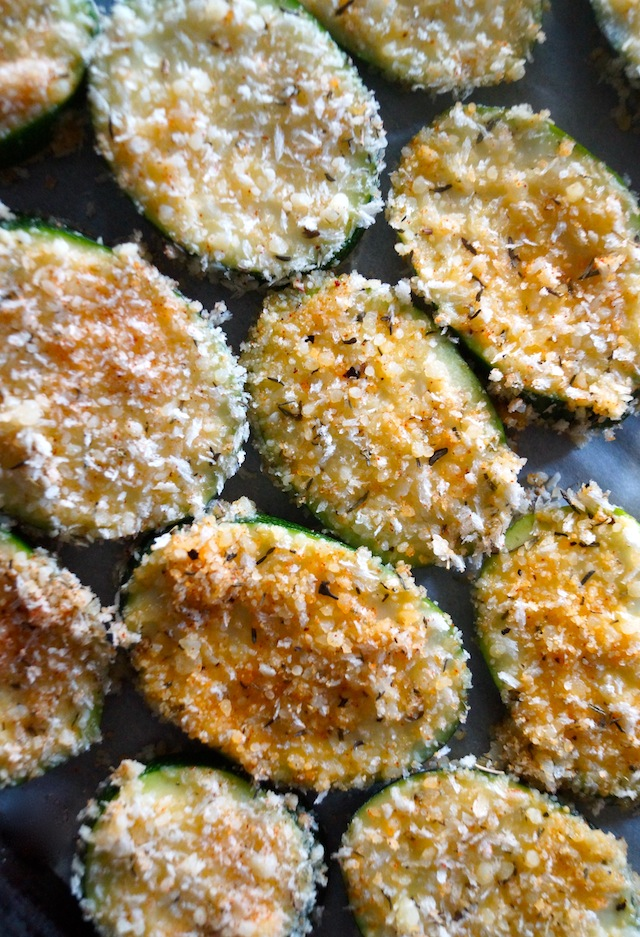 Oven Baked Zucchini Chips - Crispy on the outside, soft on the inside and absolutely packed with delicious flavors!