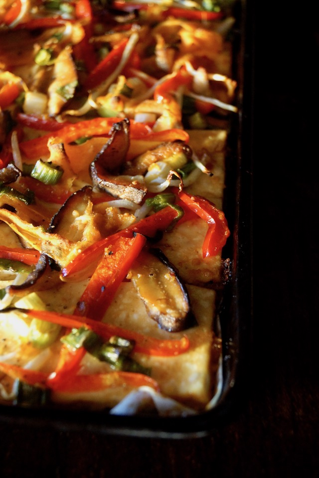 Garlic-Ginger Vegetable Baked Tofu Recipe -- This super tasty Ginger-Garlic Vegetable Baked Tofu is one of the most hearty and satisfying vegan dishes ever!