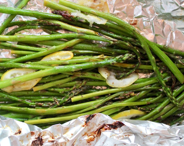 grilled asparagus in foil with lemon slices